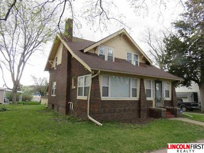 327 N BROADWAY ST, Wahoo, NE 68066 - Photo 1