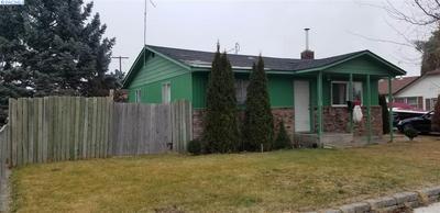 305 AVENUE C, Grandview, WA 98930 - Photo 2