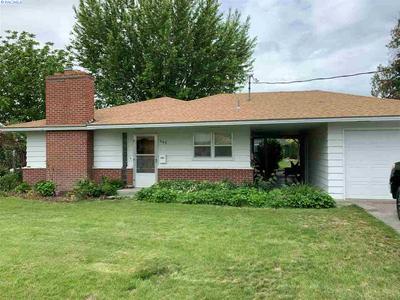 502 HILLCREST ST, Grandview, WA 98930 - Photo 2