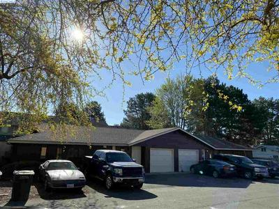 1009 - 1011 PRINCEVILLE ST, Grandview, WA 98930 - Photo 2