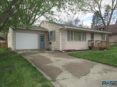427 N WASHINGTON AVE, Madison, SD 57042 - Photo 2