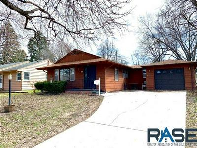 608 N MILWAUKEE ST, Canton, SD 57013 - Photo 1