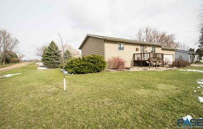 618 N DIVISION AVE, Madison, SD 57042 - Photo 2