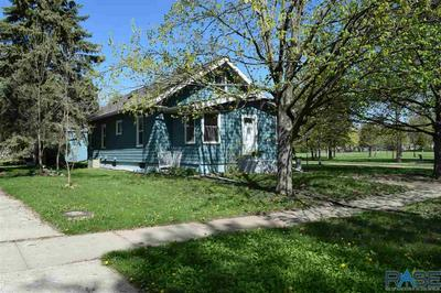721 N CHICAGO AVE, Madison, SD 57042 - Photo 2