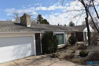 936 N ROOSEVELT AVE, Madison, SD 57042 - Photo 2