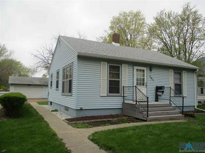 307 N CHICAGO AVE, Madison, SD 57042 - Photo 2