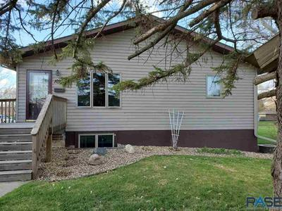 1020 NW 4TH ST, Madison, SD 57042 - Photo 2