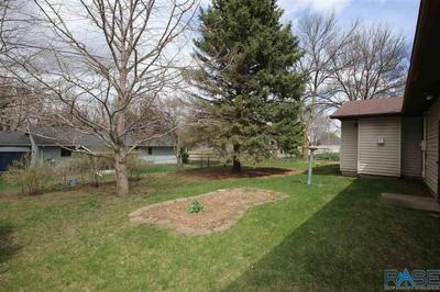 606 E POPLAR DR, Canton, SD 57013 - Photo 2