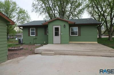 211 S HARVEY ST, Viborg, SD 57070 - Photo 2