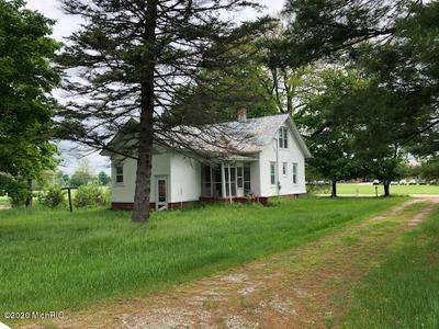 9795 YOUNGMAN RD, Lakeview, MI 48850 - Photo 2