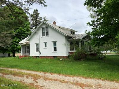 9795 YOUNGMAN RD, Lakeview, MI 48850 - Photo 1