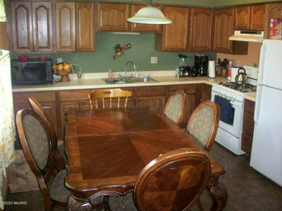 1006 GREENLAWN DR, Sturgis, MI 49091 - Photo 2