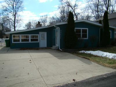 22437 MAPLE ROW ST, Cassopolis, MI 49031 - Photo 2