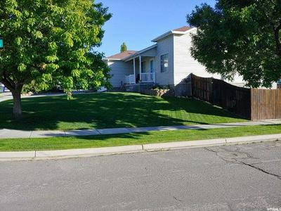 856 VALLEY VIEW DR, Tooele, UT 84074 - Photo 2
