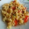 Pasta-con-tomate-natural-y-albahaca