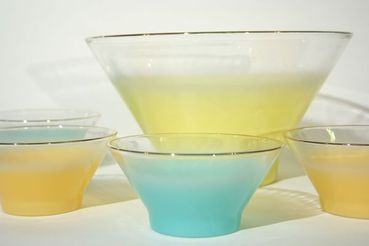 Yellow Blendo Serving Bowl with 4 Dishes