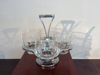 4 Tumblers with Rack/Condiment tray