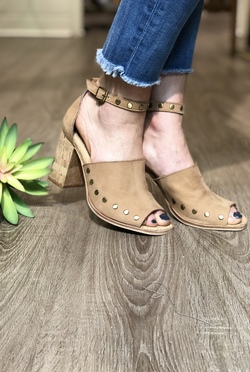 Savana Leather Sandals by Chinese Laundry