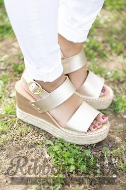 Trip Sandal in Light Gold