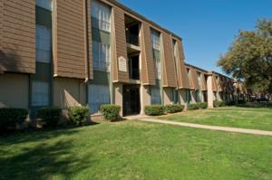 Villas De Lago Apartments In Dallas Tx