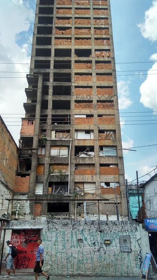 prédio deteriorado na Sé