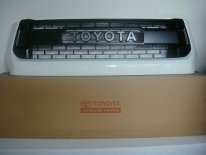 TRD PRO Tundra Pro Series Grille in 040 White