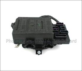 fuse  u0026 relay box genuine ford 7l3z 14a068 da