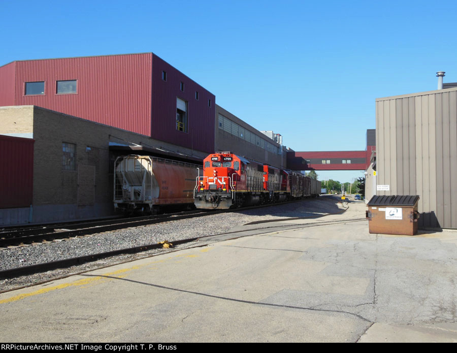 CN 4705 and IC 3102