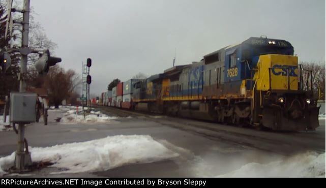 CSX 7628 & 5238 Lead an Eastbound Intermodal