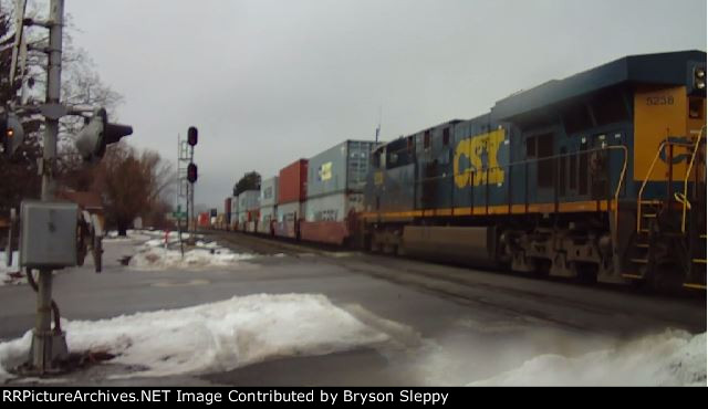 CSX 7628 & 5237 Lead an Eastbound Intermodal