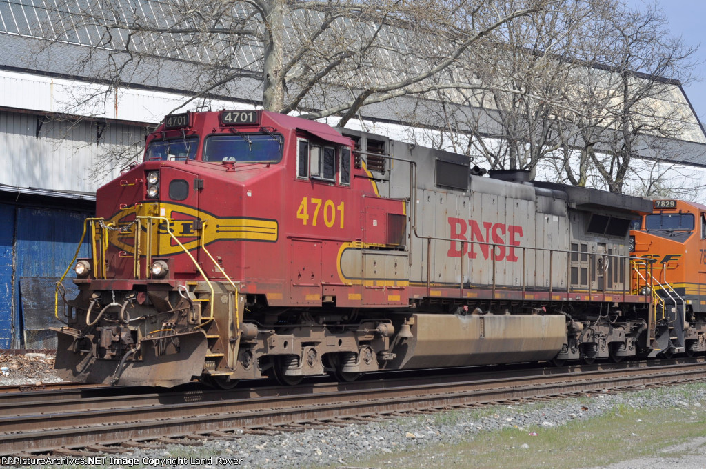 BNSF 4701 On NS 295 Southbound