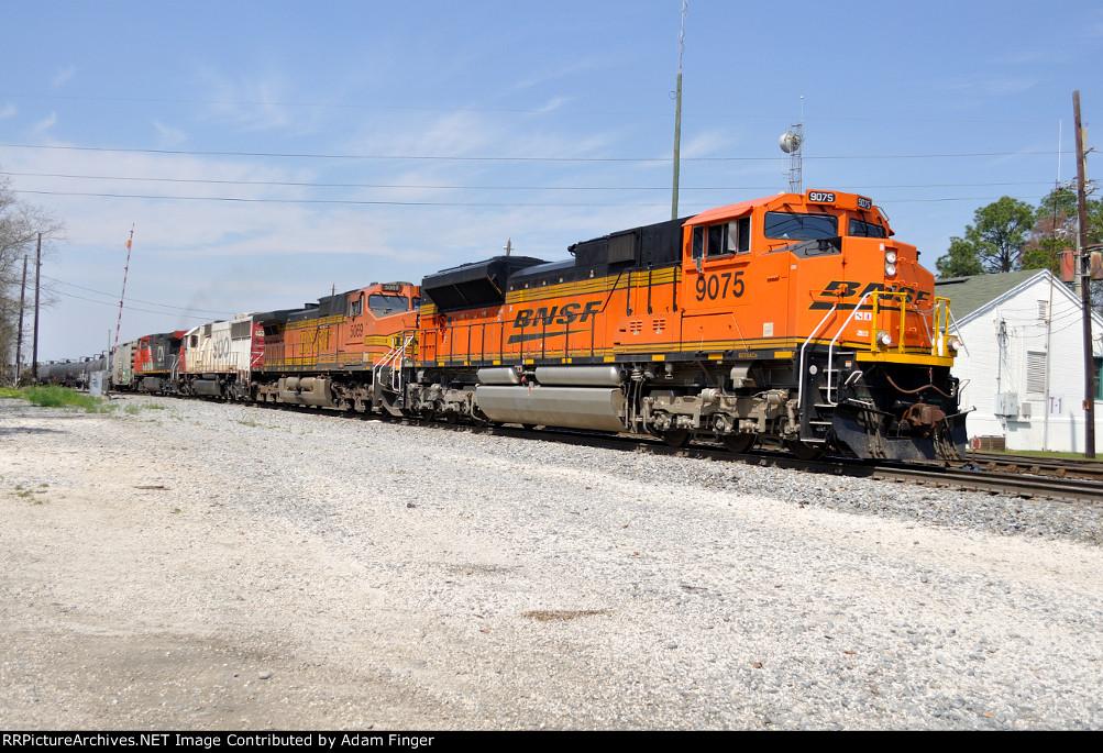 BNSF 9075 on NS 64Q