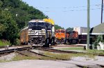 NS 8427 on NS 285 and BNSF 7225 on NS 229