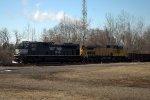 NS SD70M-2 2733 leads 61Z