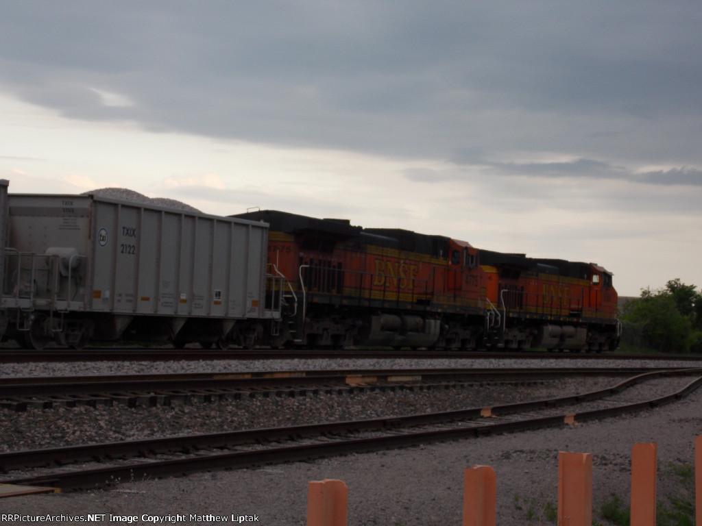 BNSF 4775 & 5356 and TXIX 2122