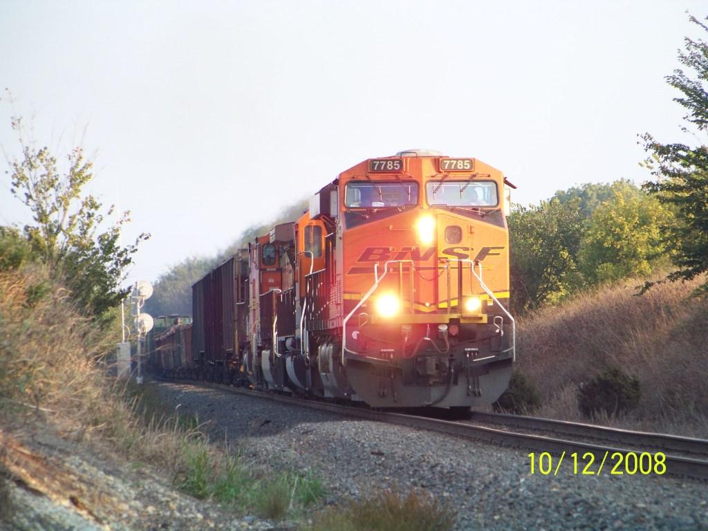 BNSF ES44DC 7785
