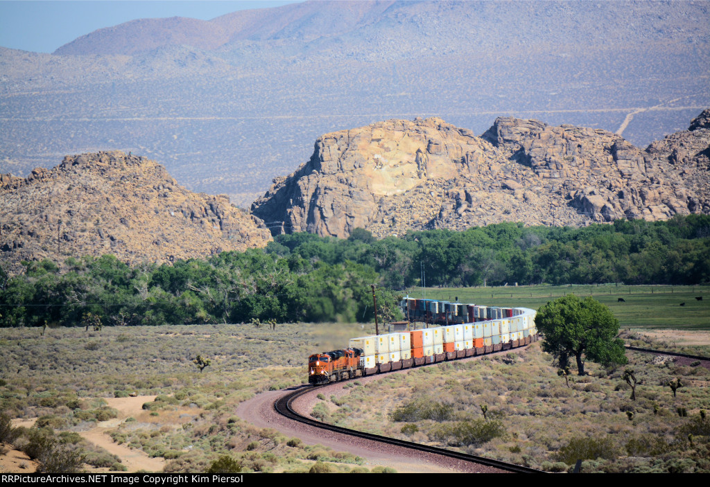 BNSF 6605 with Doublestacks Through Mojave Narrows
