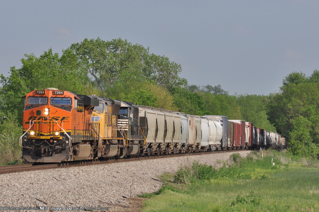 BNSF 7204 On NS 142 Westbound