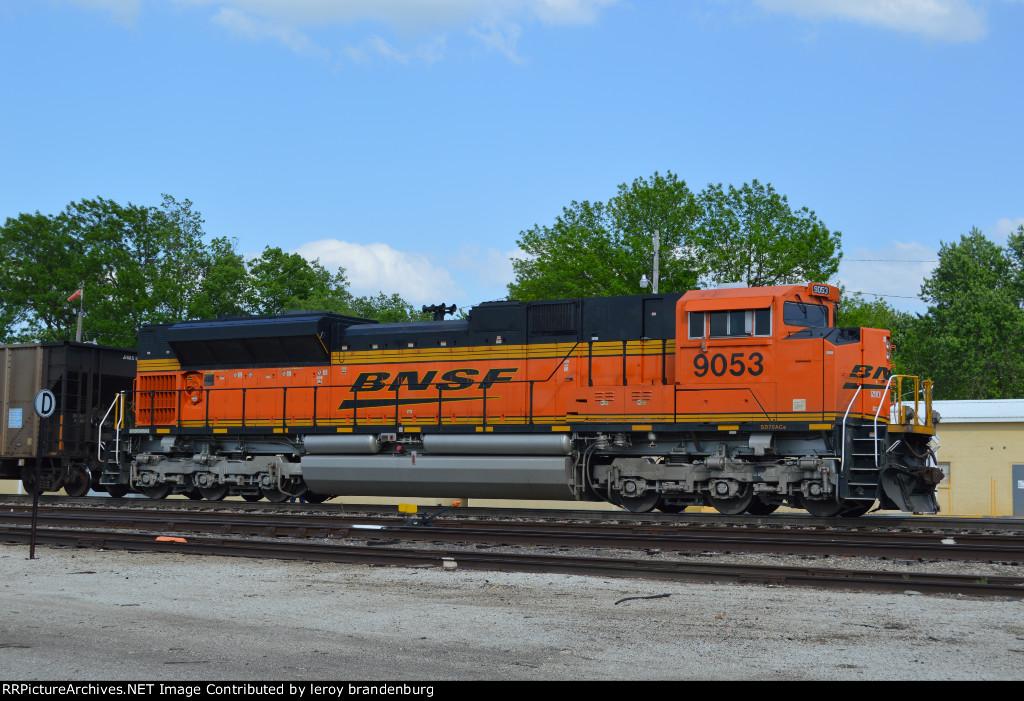 BNSF 9053 in dpu mode