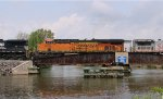 BNSF 6685 on the bridge