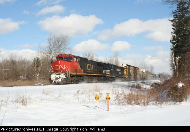 CN 2698/NS8981 SB At Ash St.