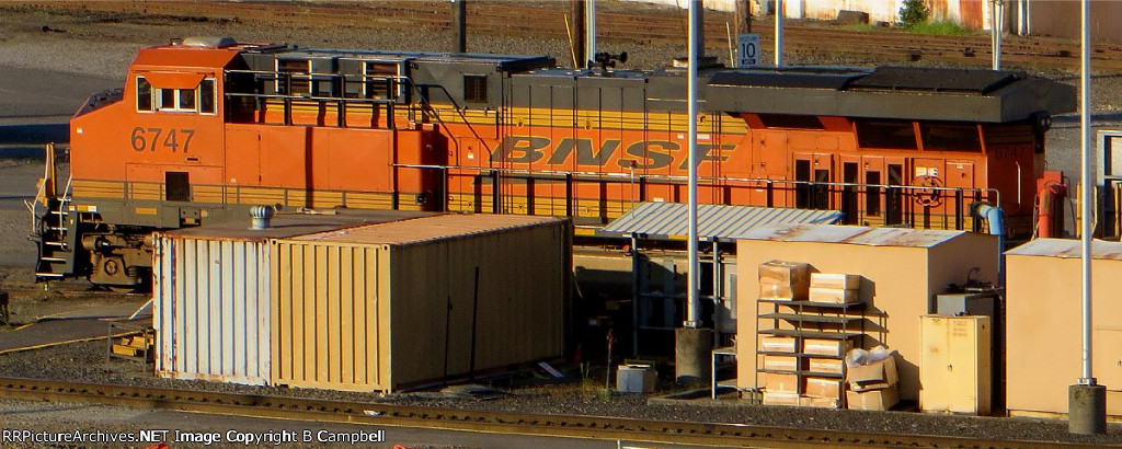 BNSF 6747