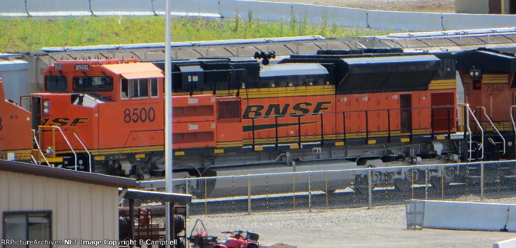 BNSF 8500