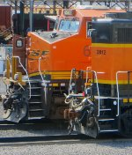 BNSF 6587 & BNSF 2812