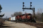 Not long after departing McGrew Yard, Q321 heads south under the cantilever signal at the north end of Grand Blanc
