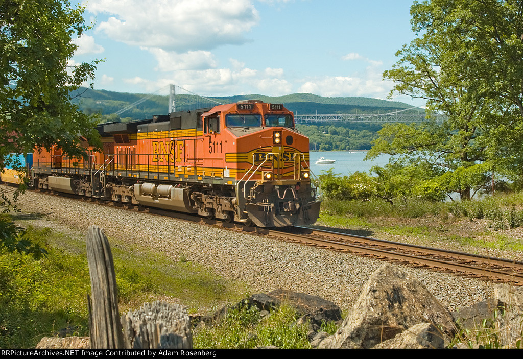 BNSF 5111 southbound on the River Subdivision