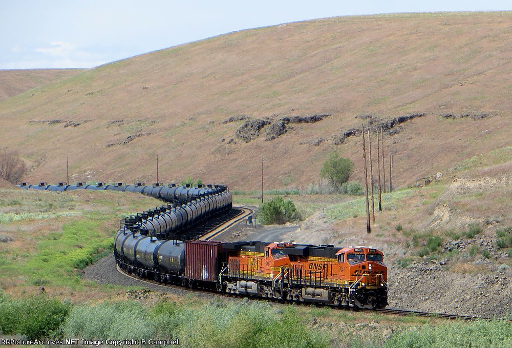 BNSF 7040 and BNSF 4008