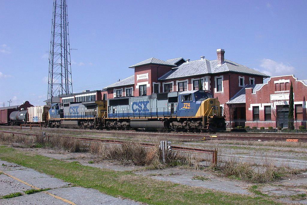 CSX Q542 goes by the Waycross depot