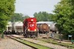CP 2213 runs light to switch to another track