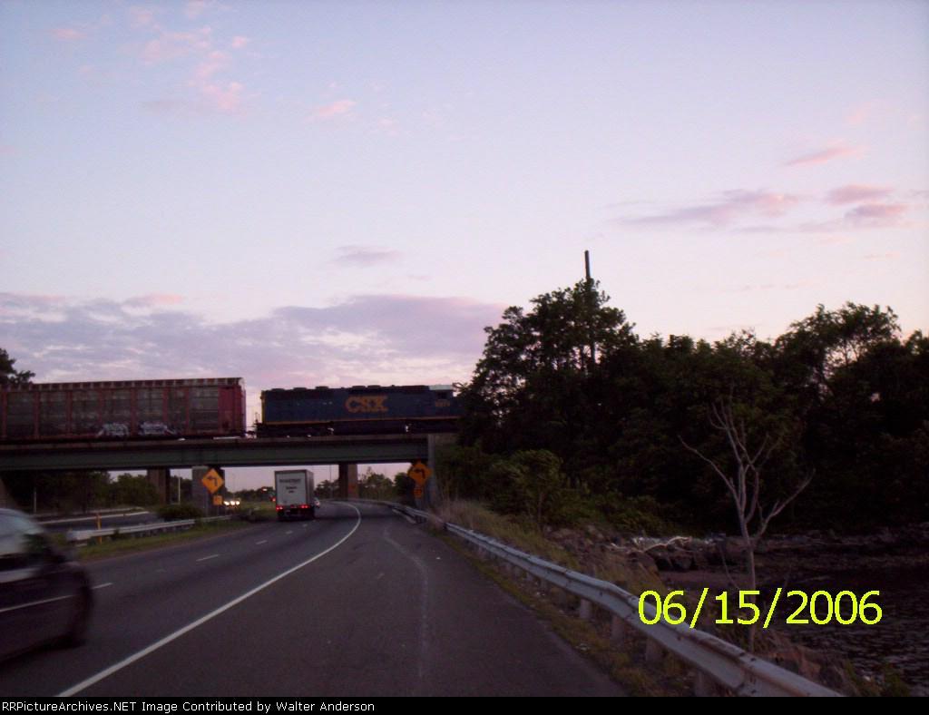 CSX 8974 crossing the bridge over 440